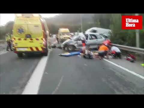 Dos heridos muy graves al chocar de frente una furgoneta y un coche en Andratx