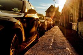 Unos padres, investigados por dejar a sus hijos en el coche a 40 grados