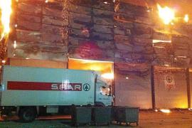 La policía investiga si el incendio de la nave del Polígon de Son Castelló fue intencionado