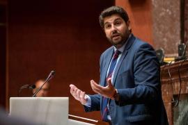 Vox se levanta de la mesa de negociaciones con PP y Cs en Murcia y mantiene su negativa a López Miras