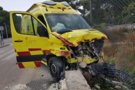 Ambulancia sufre un accidente