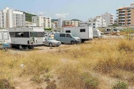 Una pareja con tres niños vive en una caravana de 7 m2 por no poder pagar un alquiler en Ibiza