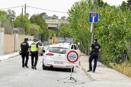 La policía de Sineu vigila la piscina para evitar que incívicos acampen en la zona