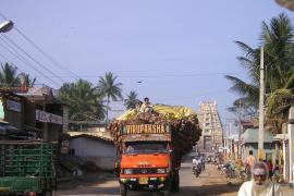 Decenas de muertos al caer un autobús a un canal en la India
