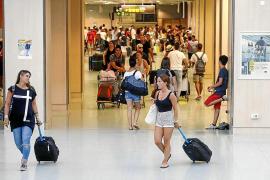 Pasajeros critican a Vueling por dejarles dentro de un avión al no poder despegar