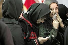 Irán celebra las legislativas en plena lucha interna y bajo amenazas