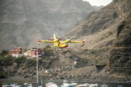 El Govern pide a Madrid dos hidroaviones para el incendio de Cala Tuent