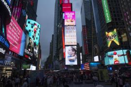 Un policía español interviene en Times Square