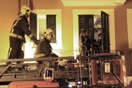 Rescatada una joven que intentó trepar hasta su piso por la fachada, en Palma
