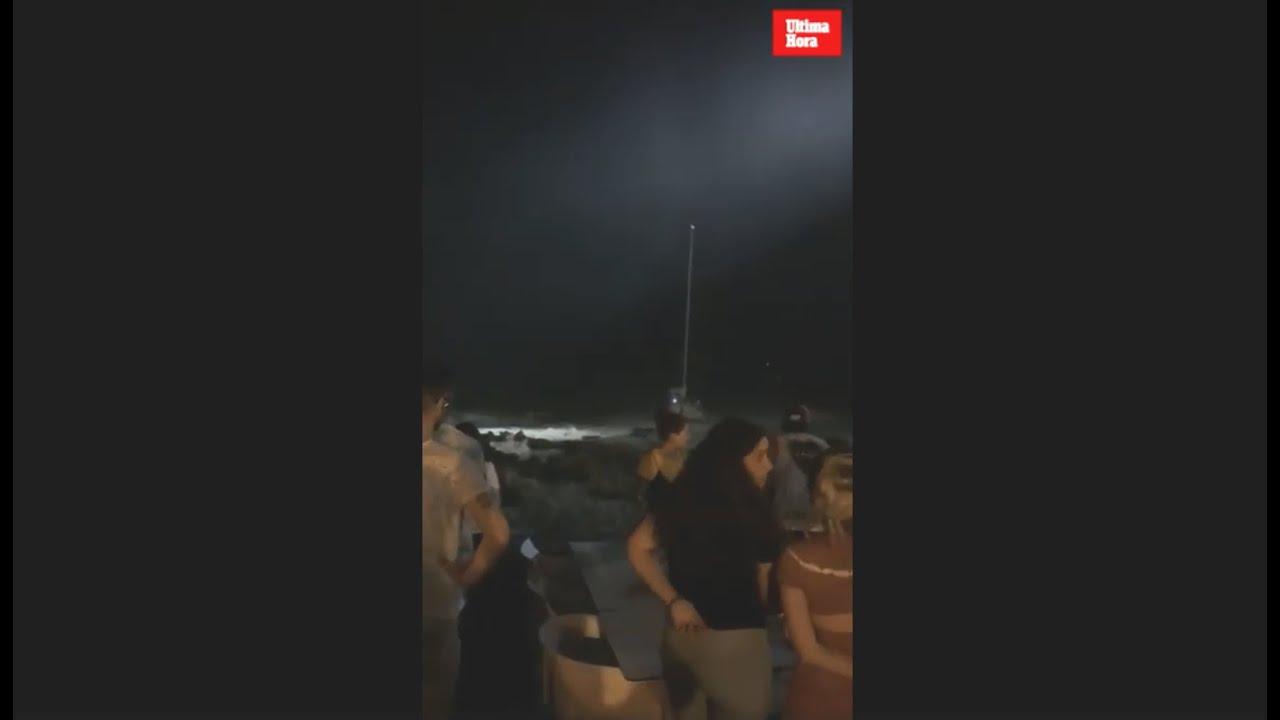 Rescatados cuatro tripulantes de un velero encallado en Cala Rajada