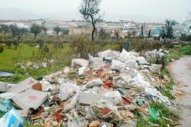 Más de 70 denuncias por vertidos ilegales de escombros, 'olvidadas' por instituciones y Fiscalía