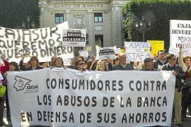 Miles de personas, contra los abusos bancarios