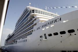 El buque 'MSC Magnífica', el más moderno del mundo, atraca en Palma