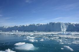 El hielo de Groenlandia se desliza hacia el océano