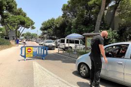 Recurren a seguridad privada para limitar el aparcamiento en la playa de Capellans en Muro