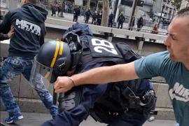 Pitos, lases lacrimógenos, disturbios y más de 150 detenidos en la fiesta nacional francesa