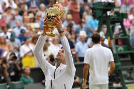 Djokovic gana a Federer una tremenda final de Wimbledon