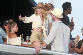 Elsa Paraky y Chris Hemsworth disfrutan de unos días en Ibiza