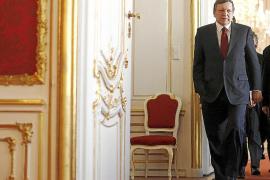 Bruselas avisa a Rajoy de que puede sancionar a España por el déficit
