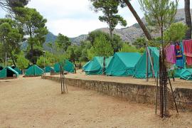 Solo una de las 27 familias del albergue acepta ir al campamento de La Victòria en Alcúdia