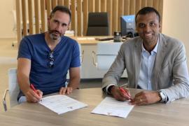 Vicente Moreno firma su renovación con el Real Mallorca hasta 2022