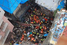 Al menos 7 muertos y decenas de atrapados tras el derrumbe de un edificio en Bombay