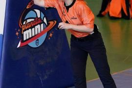 Laura Reus, primera árbitra balear en la Liga EBA