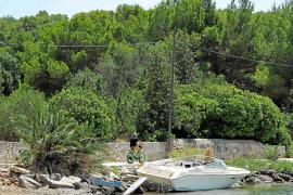 Vecinos de ses Figueres denuncian el abandono de varias embarcaciones