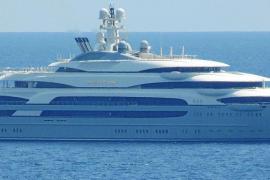El megayate 'Ocean Victory' fondea en Puerto Portals