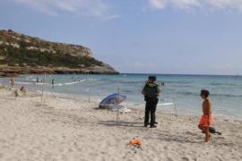 Fallece un hombre mientras se bañaba en la playa de Son Bou en Menorca