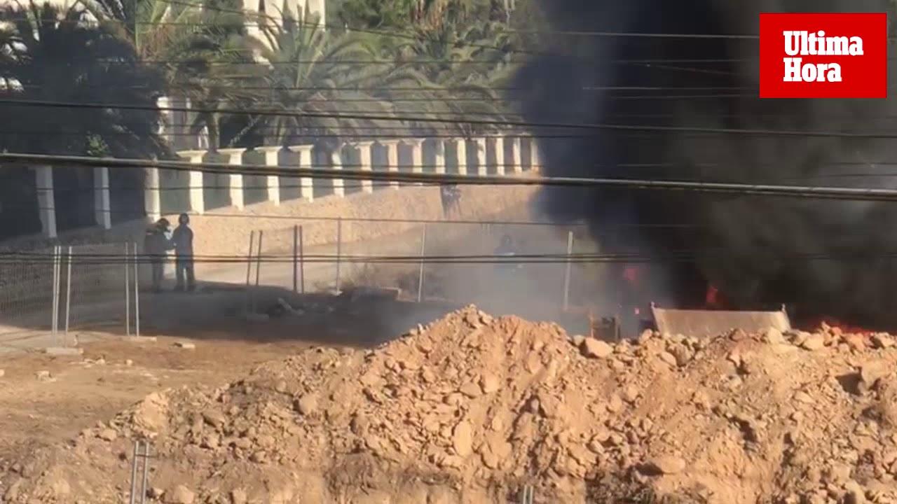 Alarma por el incendio de un camión cargado con leña en Ibiza