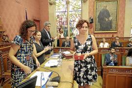 Bronca entre los grupos de la oposición en el primer pleno del Consell