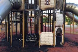 Castillo infantil del Parc de sa Riera incendiado