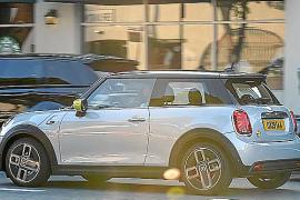 MINI vuelve a dar un impulso pionero a la movilidad urbana con el Cooper SE