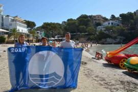 Cala Santanyí instala de nuevo la bandera azul