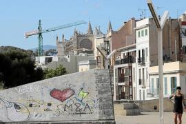 Los grafitis seguirán en la muralla de Palma: el concurso para limpiarlos queda desierto