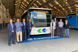 Cort y EMT visitan la fábrica gallega de los 28 buses que llegarán a Palma en otoño