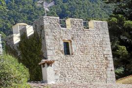 Denuncian que la terraza de la torre de Menut ha sido pintada sin permiso de Patrimoni