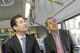 Cort propone 'Lectura en moviment' a los usuarios de cuatro líneas de la EMT