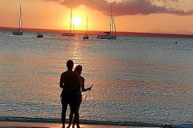 Es Coto, donde el Sol se oculta delante de la playa