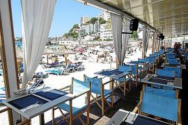 Cala Major, un abanico de terrazas ante la playa y el mar