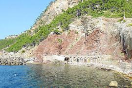 Cala Estellencs, un enclave pintoresco ante el acantilado