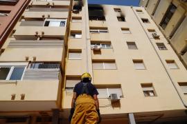 La mujer que sufrió quemaduras en un piso de Palma sigue grave