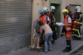 La mujer herida crítica en el incendio del Arenal atravesó las llamas para salvar a sus perros