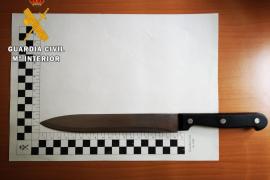 Detenido por amenazar a su hija de dos años con un cuchillo