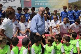Del Bosque, en su campus en Mallorca: «Madrid y Barça tienen grandes plantillas con exceso de jugadores»