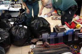 Intervienen casi 2.500 artículos ilegales en Santanyí y Calas de Mallorca