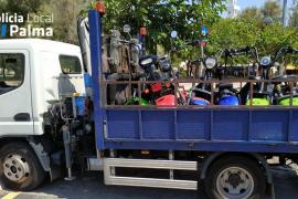 Requisadas 14 motos eléctricas sin matricular en la Playa de Palma