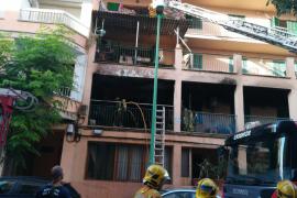 Los vecinos de las viviendas afectadas leves por el incendio en el Arenal pueden volver a sus casas