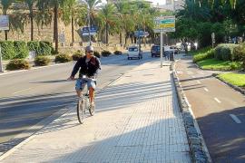 Los ciclistas de hasta 12 años podrán ir por la acera con un adulto